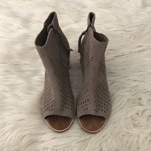 Toms Shoes - Tan TOMS Open Toe Booties Size 9